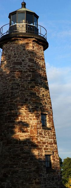 The Great Lakes Seaway Trail shoreline is home to a fascinating collection of 28 historic lighthouses. | New York