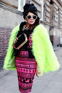 MACADEMIAN GIRL, Extravagant Designer Womens Pearl Round Fashion Sunglasses 8527