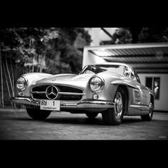 Another amazing Mercedes-Benz 300 SL Gullwing picture by @punimage . #mercedes #mercedesbenz #gullwing #300sl #vintage #classic