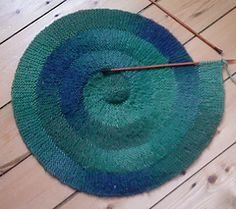Ravelry: Knitting a Centre-Outwards Spiral pattern by Elizabeth Jarvis