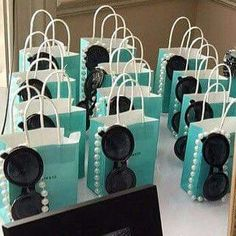Black Gold Party 10 Blue Mini Kraft Favor Bags With Handles - These small bags make the perfect tiffany theme party favors. Measuring about Set of 10 We also offer these bags with customization. Check them out in the shop! Tiffany Blue Party, Tiffany Birthday Party, Tiffany Theme, Tiffany & Co., Tiffany Wedding, Tiffany Co Party Ideas, Pearl Birthday Party, Tiffany Cakes, Tiffany Blue Weddings