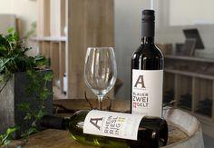 Rot oder weiß? In unserem Hofladen steht beides zur Verkostung bereit.  #hofladen #weinflaschen #rotwein #weisswein #aichinger #weine Wine, Drinks, Bottle, Wine Bottles, Farm Shop, Red Wine, Holiday, Drinking, Flask