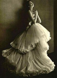 notordinaryfashion:  Vintage Christian Dior 1952. I really love this