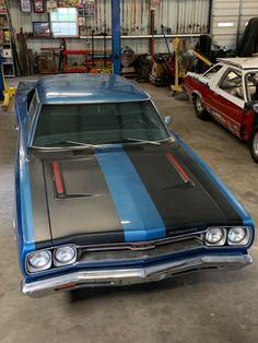 Holden Muscle Cars, Plymouth Muscle Cars, 1969 Plymouth Gtx, Trick Riding, Car Backgrounds, Modified Cars, American Muscle Cars, Dodge Charger, Mopar