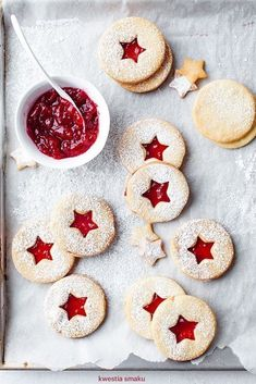 christmas coconut cookies with raspberry jam - Weihnachten Ideen für Familien Holiday Cookies, Holiday Treats, Christmas Treats, Holiday Recipes, Star Cookies, Christmas Mood, Noel Christmas, Xmas, Christmas Cooking