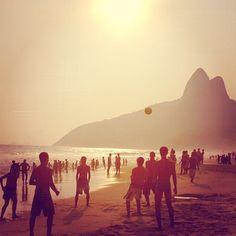 curtir um por do sol na praia. #sol #praia #sunset #riodejaneiro