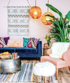 ▷ wohnzimmer deko ideen – tolle gestaltungstipps a colorfully designe Bohemian Bedroom Design, Bohemian Interior Design, Boho Room, Decor Interior Design, Bedroom Designs, Elegant Home Decor, Elegant Homes, Interior Bohemio, Chic Apartment Decor