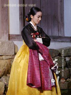 Korean Traditional Dress, Traditional Clothes, Korean Hanbok, Korean Dress, Korea Fashion, Asian Fashion, Lee So Yeon, Dong Yi, Korean Women