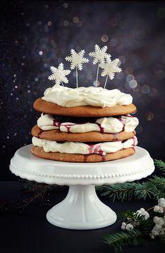 Karácsonyra torta? Naná! - Mézeskalácstorta meggyes mascarponehabbal | Sweet & Crazy Mousse Cake, Cake Designs, Fondant, Xmas, Food, Birthday Cakes, Mascarpone, Christmas, Essen