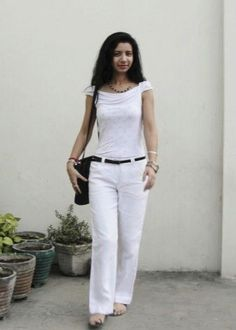 White and Black. the go to trend for this Spring. Linen Pants Outfit, Weekend Outfit, White Tees, Pink Tops, Capri Pants, Black And White, How To Wear, Shopping, Style