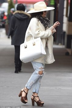 Vanessa Hudgens shows off her style credentials in wide-brimmed fedora - Celebrity Fashion Trends