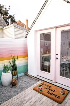 How to build a horizontal privacy fence on a budget. This project is cheap and easy- perfect for a backyard or garden. Ideas on how to make small panels from wood plus a tutorial on the installation steps. design home diy rainbow fence Canapé Design, Design Blog, Modern Design, Fence Design, Design Homes, Colorful Interior Design, Design Studio, Colorful Decor, Colorful Interiors