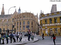 A esquerda, é a Catedral Basílica Menor de Nossa Senhora da Luz_Curitiba-PR    Brazil