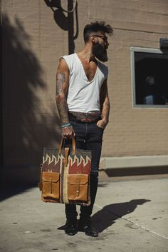 ERNEST - Tote bag by TACHKENT - Jute & wool mixed with leather.don't have the panache to pull this off but I still love the look! Street Style Vintage, Stylish Men, Men Casual, Fashion Mode, Fashion Trends, Men Hipster Fashion, Bohemian Mens Fashion, Fashion News, Skinny Fashion