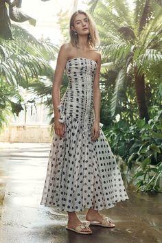 Zimmermann Resort 2019 Fashion Show Collection: See the complete Zimmermann Resort 2019 collection. Look 5 Fashion Mode, Fashion Week, Fashion Show, Fashion Design, Fashion Brands, Club Fashion, Woman Fashion, Ootd Fashion, Fashion Stylist