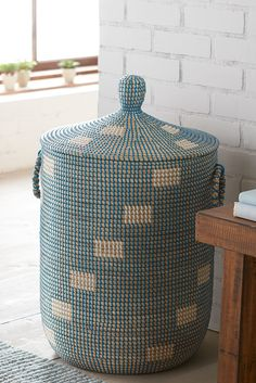 Pineapple laundry hamper read more design and laundry for Pier one laundry hamper