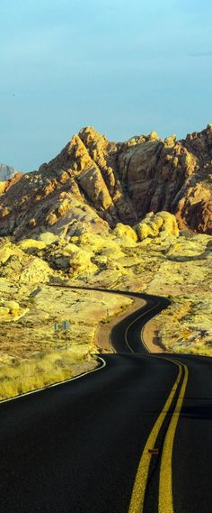 Scenic Valley of Fire, Nevada 23 Roads you Have to Drive in Your Lifetime Beautiful Roads, Beautiful Places, Places To Travel, Places To See, Imagen Natural, Mountain Love, Road Routes, Roads And Streets, Valley Of Fire