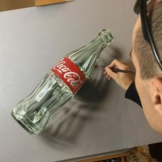 "Marcello Barenghi su Instagram: ""My oil and acrylic #painting of an empty bottle of #cocacola. It took me nearly 20 hours. Painting video (timelapse) is online: https://youtu.be/6YzfZ_MDalU?list=PLEKv0jWmqLM24gv3NLL6HkF8hGtehb3ae #marcellobarenghi"""