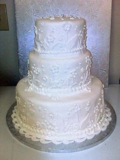 Simple white cake to go with any color theme you might have. Perfect for any wedding! #gatlinburg #wedding #cake #white
