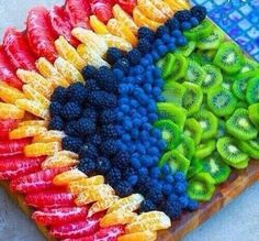 This looks so delicious.I could eat an entire fruit platter to myself! Fruit And Veg, Fruits And Veggies, Fresh Fruit, Fruit Dishes, Fruit Trays, Fruit Arrangements, Veggie Tray, Food Platters, Food Presentation
