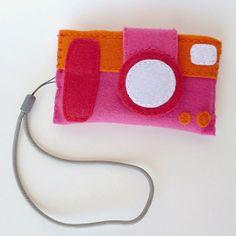 Camera case made of felt by Dream a little bigger #tutorial #freepattern #gratispatroon