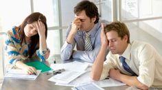 Personas en una reunión aburrida