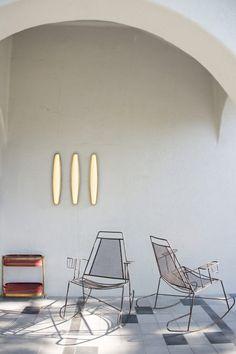 A Casa Fayette à Guadalajara, trésors vintage sélectionnés à la main, comme ces chaises de piscine de fil, sont jumelés avec des meubles propre catalogue de Dimore Studio.  Photo: Adam Wiseman