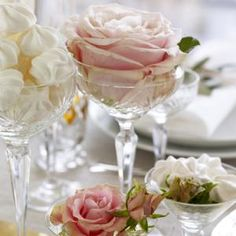 Idé til bordpynt, avec-glas m. roser - Bryllup