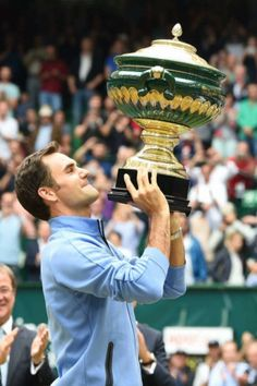 Roger Federer with his trophy after winning the Gerry Weber Open in Halle, 2017