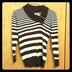 Brown and White Striped Sweater with Buttons Perfect condition zdaisy Sweaters V-Necks