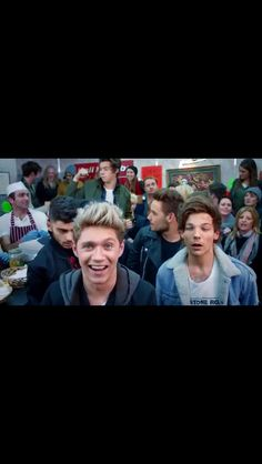 I paused it to get Niall's beautiful smile and I end up getting this priceless !!!!!
