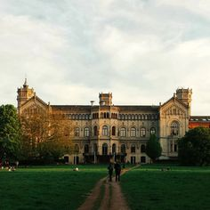 Leibniz University of Hannover, Niedersachsen (Lower Saxony), Northern Germany. Founded in 1831, it's one of the largest and oldest Science and Tech universities in Germany.