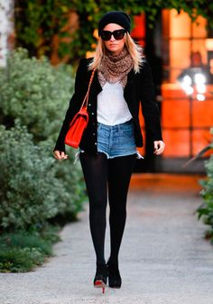 Nicole Richie in Erin Wasson x RVCA jeans # women's fashion # denim shorts # medium wash # high rise # cut off edge # Shorts En Denim, Shorts With Tights, Black Tights, Leggings, Nicole Richie, Street Style Blog, Short En Jean, Dressing, Online Clothing Stores