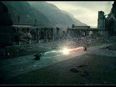 Harry and Voldemort battle Photo: I am NOT a fan of this. When Harry and Voldemort curse each other, the explosion happens and Voldemort is killed. Harry Potter Voldemort, Lord Voldemort, Harry Potter Films, Harry Potter Love, Harry Potter Hogwarts, Draco, Fans D'harry Potter, Potter Facts, Anecdotes Sur Harry Potter