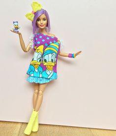 Dolly + Donald + Daisy 💜 Doll: Tall Fashionista on M2M body. #barbie #barbiedoll #barbiestyle #barbiefashionista #barbiemadetomove #madetomovebarbie #barbieclothes #tallbarbie #dollphotogallery #dollclothes #disneystyle #disneyfashion #donaldduck #daisyduck #disneytshirt #yellowshoes #kawaiistyle #kawaiidoll #purplehair
