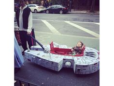 millennium falcon wagon costume  18 Amazingly Clever Halloween Costumes We Wish We Would Have Thought Of First - brainjet.com