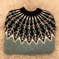 Traditional unisex Icelandic Lopi sweater worked in the round with stranded colorwork details and yoke. Sweater Knitting Patterns, Knitting Designs, Knit Patterns, Knitting Projects, Rib Stitch Knitting, Baby Knitting, Icelandic Sweaters, Knit Sweaters, Fair Isle Pattern