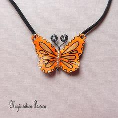 Collier pendentif papillon vinyle orange et noir - Un grand marché Chat 3d, Satin Noir, Sketch, Butterfly, Orange, Jewelry, Blue Wool, Playing Card, Pendant Necklace