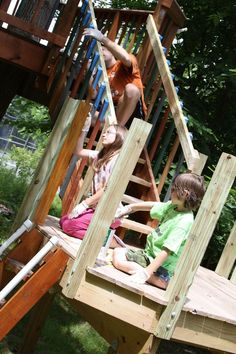 This amazing treehouse belongsto Jeff, Ann and their three children.This fort of fun and adventureis sitting in the backyard of their home in Binghamton in New York. They were kind enough to allow