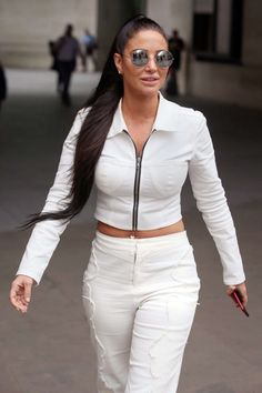 Tulisa Contostavlos på BBC Radio One studios for at fremme sin nye single & i London Tulisa Contostavlos, Paparazzi Photos, Bbc Radio, Celebs, Celebrities, Favorite Person, Celebrity Pictures, Boss Lady, Sunnies