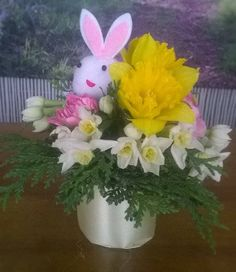 Real flower Easter Bunny cupcakes