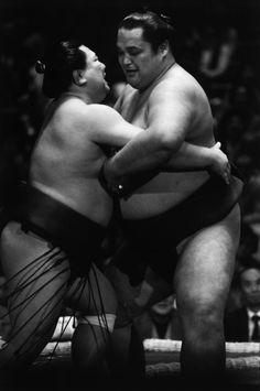 Magnum Photos Richard Kalvar Tokyo. Sumo tournament at the Kuramae Kokugikan in the old Asakusa neighborhood
