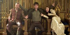 Dysfunctional royal family photo - Behind the Scenes on Reign with King Henry (Alan Van Sprang), Bash (Torrance Coombs), and Penelope (Kathryn Prescott) Movies And Series, Cw Series, Mary Queen Of Scots, Queen Mary, Reign Bash, Reign Hairstyles, Reign Quotes, Reign Season, Season 1