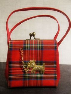 Vintage child's red tartan plaid purse with a metal Scottie dog on a chain. Vintage Purses, Vintage Bags, Vintage Handbags, Tartan Plaid, Tartan Mode, Childrens Purses, Tweed, Style Anglais, Costumes