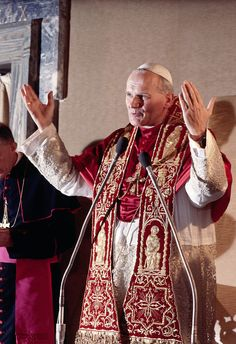 Vatican City- Pope John Paul II raises his hands as he arrives in the Consistorical Hall for an audience of the Cardinals of the Sacred College. Catholic Saints, Roman Catholic, Pope Pius X, Papa Juan Pablo Ii, Pope John Paul Ii, Paul 2, Special Prayers, Lady Of Fatima, Vatican City