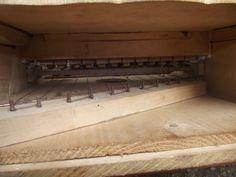 Petit ancien Piano droit en bois de poupée époque 1900 Jouet enfant 33 x 30,8 x 27,4