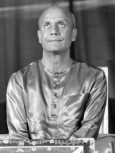 Sri Chinmoy Deep Meditation, Dalai Lama, Saints, Concert, Mens Tops, Inspiration, Biblical Inspiration, Concerts, Inspirational