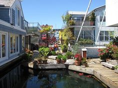Vancouver houseboats floating home jetty green