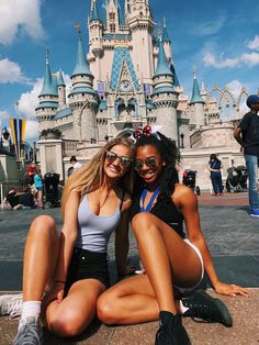 Best friend pictures, bff pictures, cute disney pictures, disney pics, disney world Cute Disney Pictures, Disney World Pictures, Bff Pictures, Travel Pictures, Bff Goals, Best Friend Goals, Font Disney, Disney Poses, Disney Aesthetic
