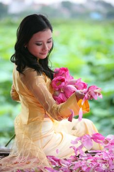 All sizes | Untitled | Flickr - Photo Sharing! Ao Dai Vietnam, Vietnamese Dress, Something Beautiful, Asian Beauty, Aurora Sleeping Beauty, Disney Princess, Lady, Flowers, Cocktail Dresses